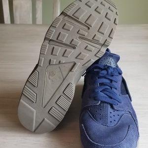 Nike Shoes - Mens Nike Air Huarache sneakers
